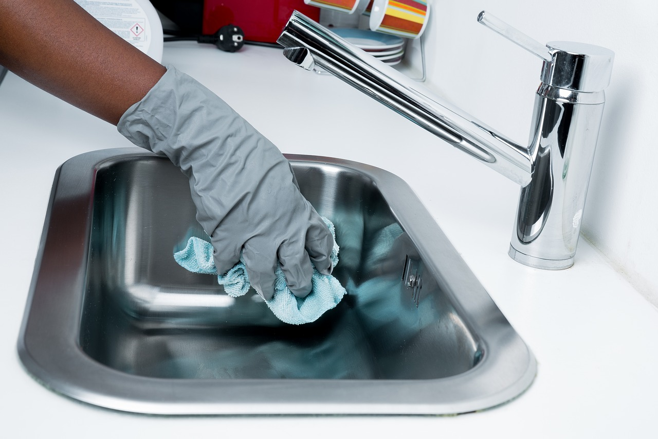 What are the advantages of hiring a part time maid